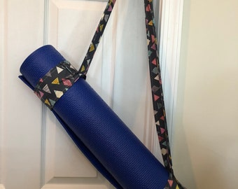 Yoga Mat Strap - Grey with colored triangles