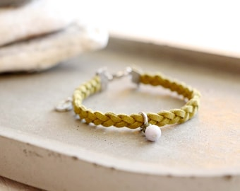 Bracelet Nicosie, braided khaki suede bracelet, green and gray bead charm, stainless steel, travel inspiration, for women