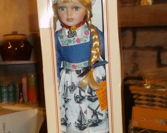 Hand-Made Holland Porcelain Dolls by Waterland Traditional Costume NIB