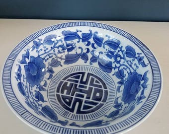 Beautiful blue and white Chinoiserie bowl // Chinese blue and white // serving bowl // the Bombay Company // vintage //