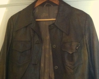 So cool! 70s leather jacket in dark/ olive green! Size M, good vintage condition!