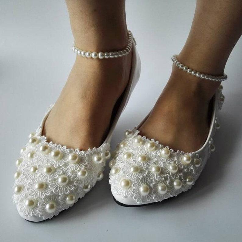 06b831e0f3f6bb Neue Mode weiße Spitze Perlen Verband Frauen Hochzeit Schuhe