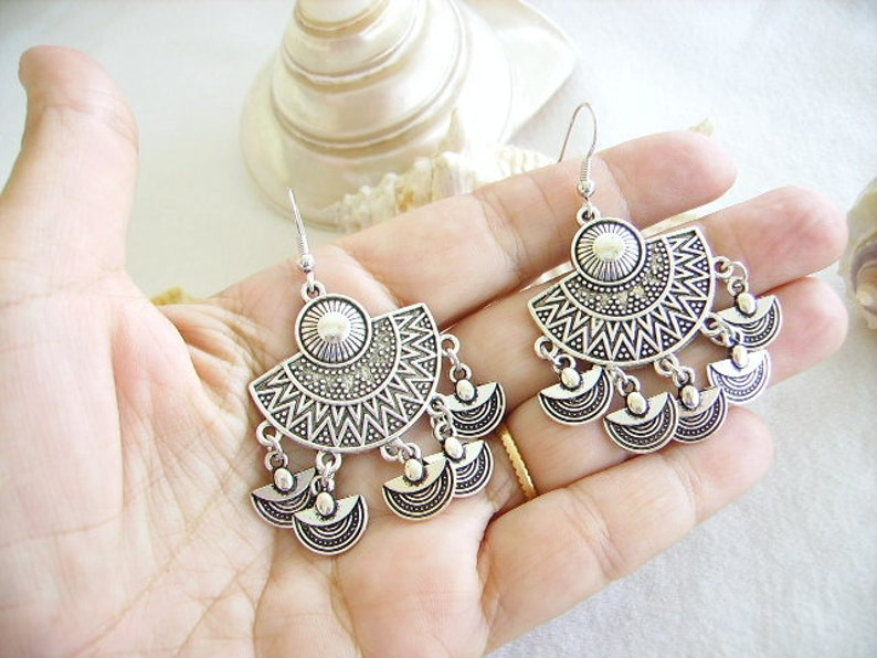 hook women/'s fashion jewelry Tibetan charm half circle Ethnic earrings silver chandelier semi-circle or fan