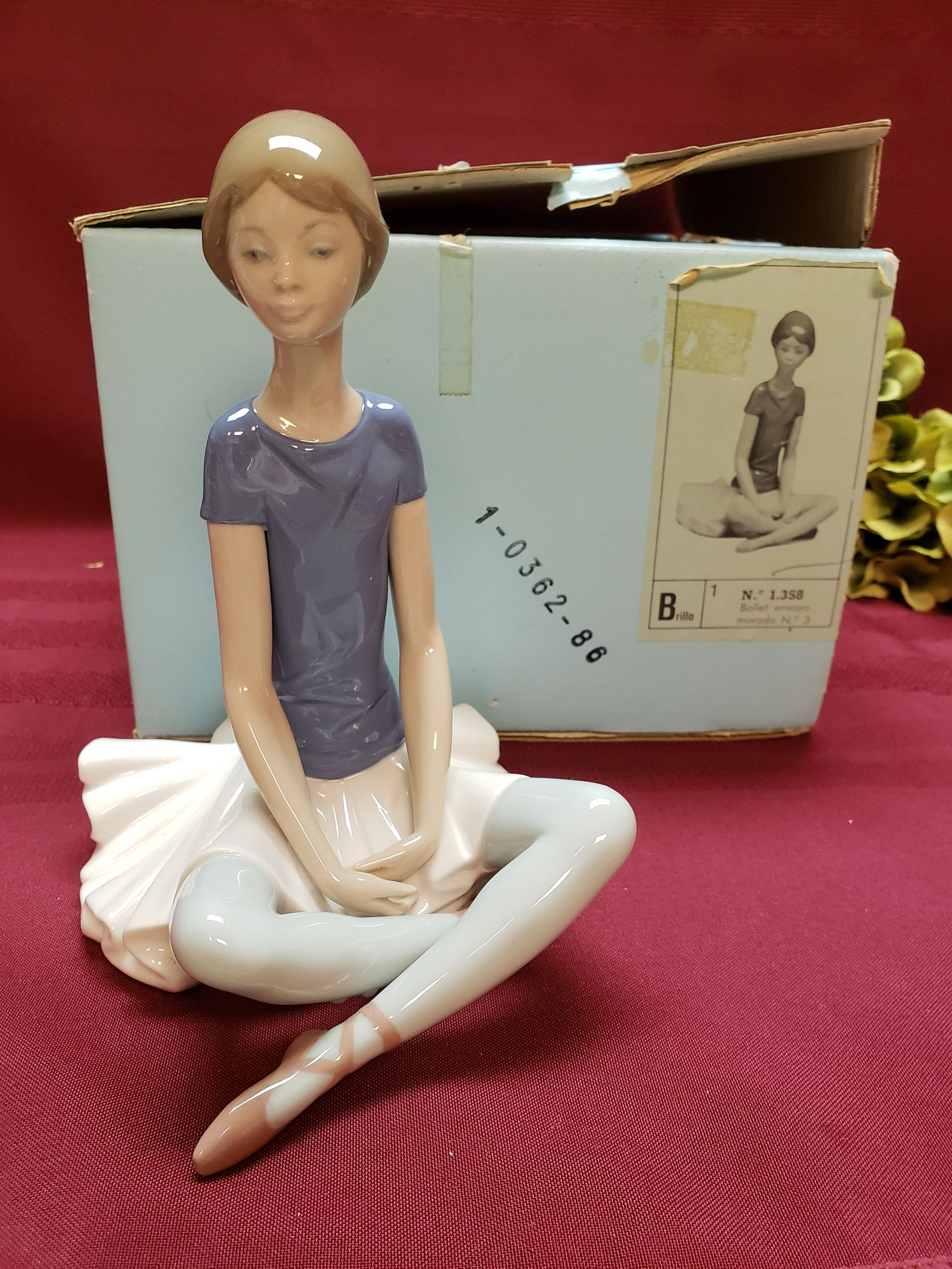 lladro retired beth, no. 5222, ballet girl, ballerina, 1978-1993, glossy porcelain, made in spain, purple ballet shoes, original