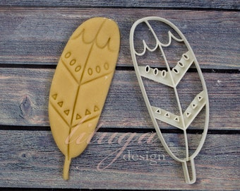 Nice feather cookie cutter, Tribal cookie cutter, primitive patterned feather cookie - Tribal birthday party cookie, tribal bridal shower