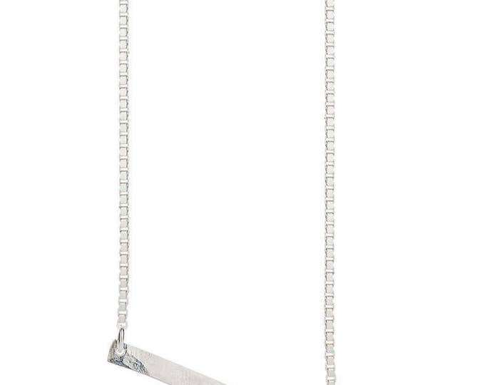 Silver YOKO necklace. Geometrical en minimalistic necklace. Rectangle pendant. Hammered silver bar pendant. Handmade necklace. Bar necklace.