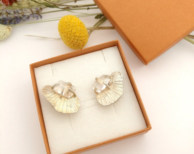 earring SHELL with ANTIQUE  QUARTZ.