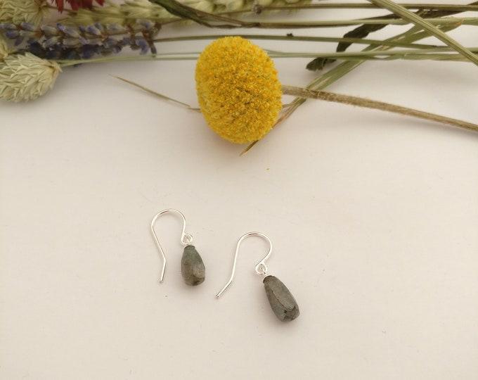 Silver LABRADORITE earring.