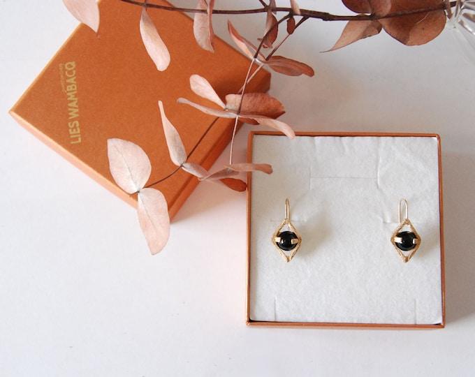 earring ONYX in rhombus