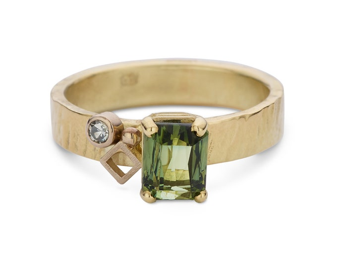 GREEN TOURMALINE ring.