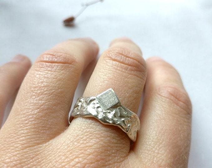 ring KING ARTHUR.
