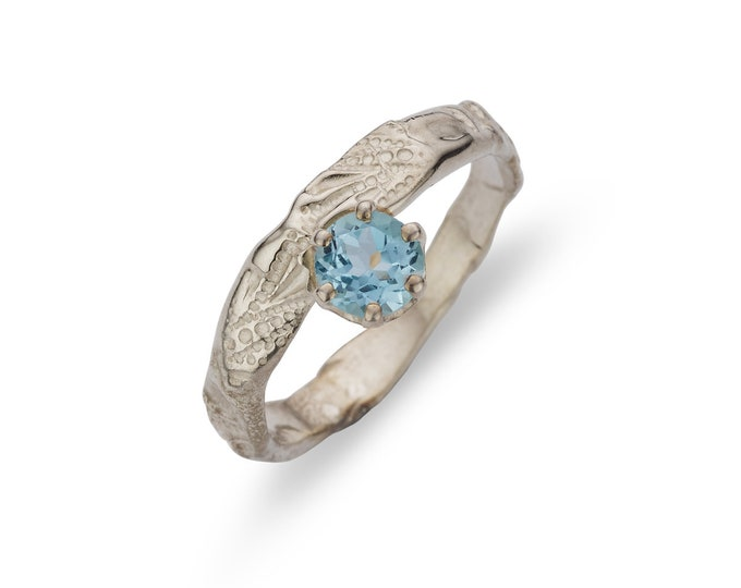 ring BLUE TOPAS.
