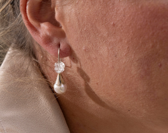 Earring THALIA with QUARTZ  and PEARL.
