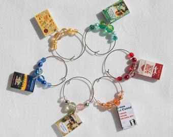 6 classic mini book themed wine charms, Pride & Prejudice, Cider with Rosie, Great Gatsby, Curious Incident of the dog in the night-time.