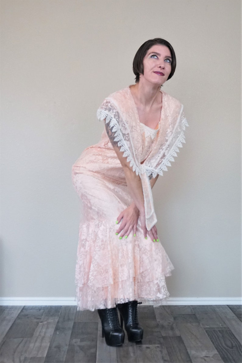 Candi Jones Pink Lace Dress with Large Collar /& Mermaid Hem Vintage 1980s Does 1920s Boho Pink Floral Deco Dress Pretty in Pink Costume