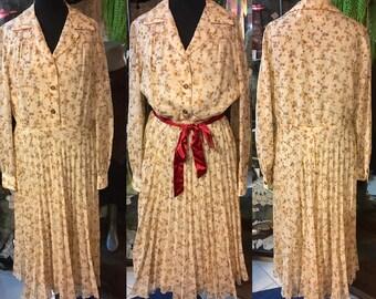 1970' tiny floral, pleated muslin midi dress. Size M/L.