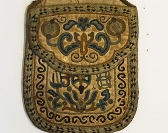 antique Chinese Qing Dynasty silk embroidered coin purse