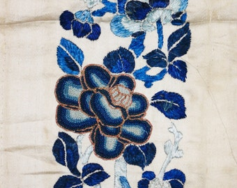 Antique Chinese Qing Dynasty single silk embroidered sleeve panel with seed stitch