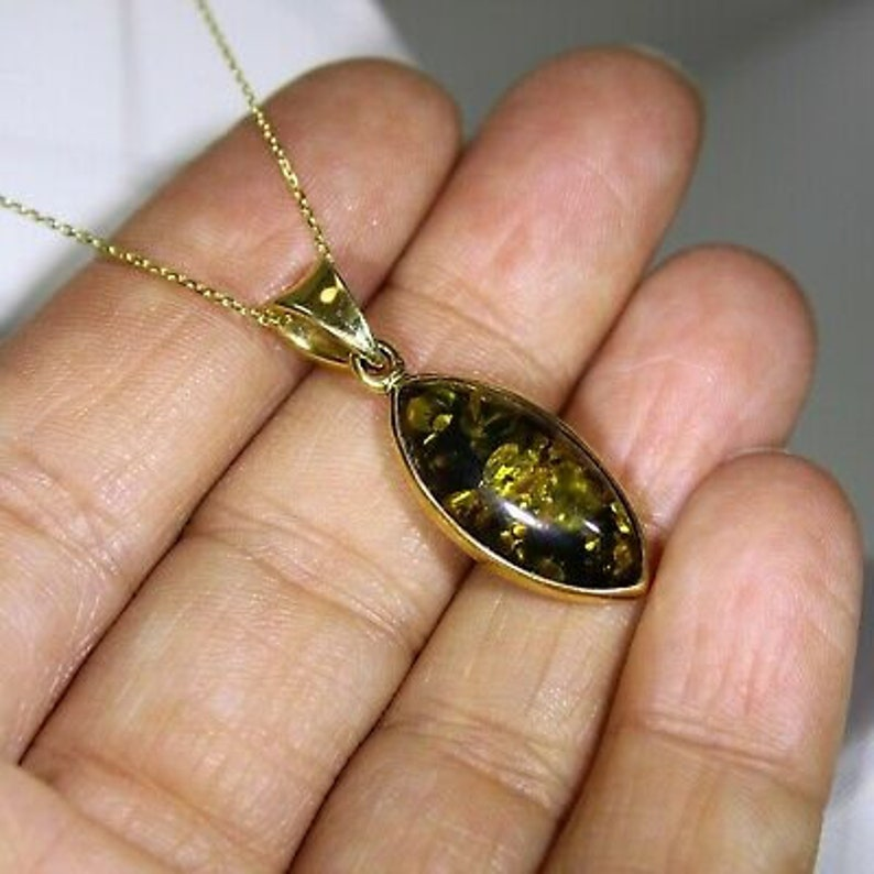 Quality Marquise Green Amber set 9ct Yellow Gold Pendant 16 Chain