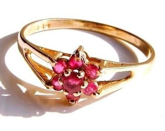 Pretty Garnet Daisy Cluster 9ct gold ring size L 1/2