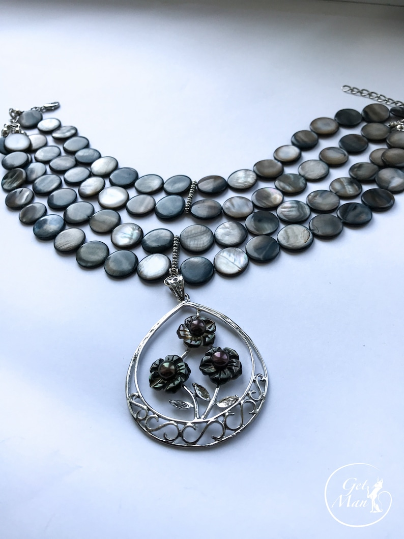 Gray Choker Nita Mother of Pearl Necklace