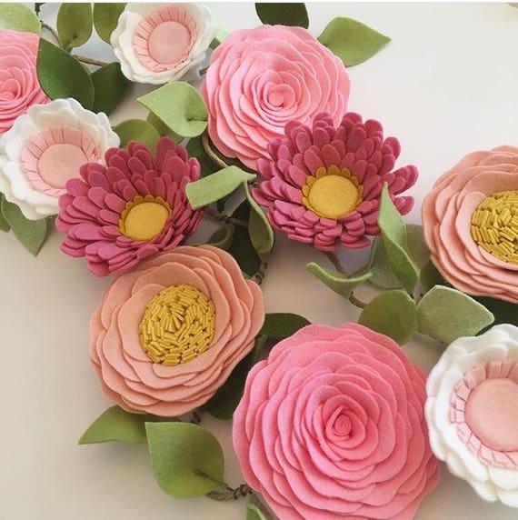guirlande de fleurs sauvages roses guirlande de fleurs. Black Bedroom Furniture Sets. Home Design Ideas