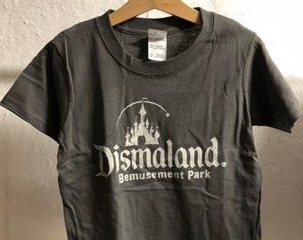 Child XS (3-4 years) - Grey : Banksy - Dismaland T-Shirt (1065)