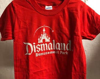 Child XS (3-4 years) - Red : Banksy - Dismaland T-Shirt (1066)