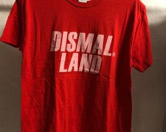 Adult  (Medium) - Red : Banksy - Dismaland T-Shirt (1089)