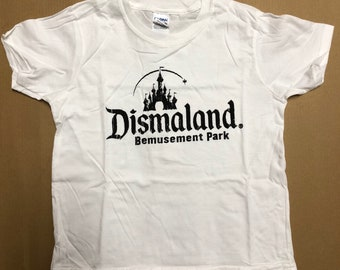 Child S (5-6 years) - White : Banksy - Dismaland T-Shirt (1075)