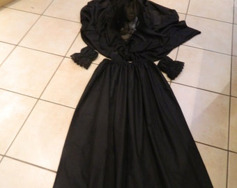 Ladies Victorian mourner, Woman in Black, Halloween costume, fancy dress outfit.