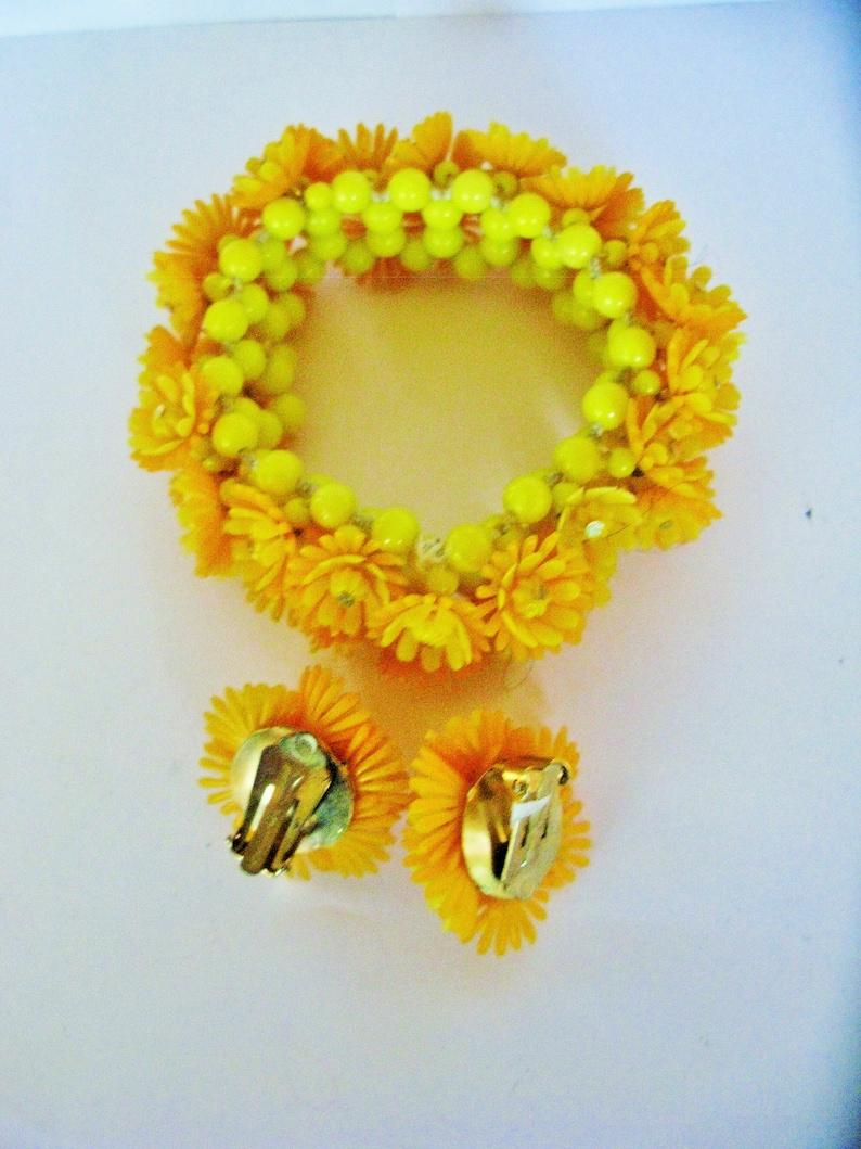 Vibrant 1950s Diamante Flower Bracelet /& Earrings Set Soft Plastic Expanding Vintage Mid Century Retro Triple Layered Burnt Orange  Yellow