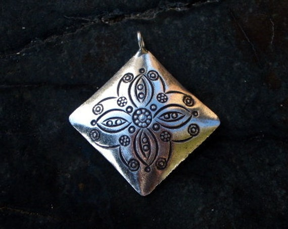 Sterling Silver Antiqued Diamond Floral Pendant - #301