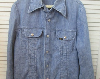 d6044c507a62c Vintage made in USA Lee denim snap close shirt jacket with unique details.  US size Large. Country boho Western denim unisex shirt jacket.