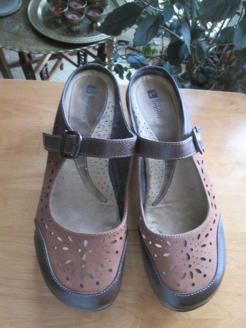Comfort Shoes White Mountain Happy Womens Slip On Brown Embossed Leather Clogs Shoes 9 M Buy Now Clothing, Shoes & Accessories