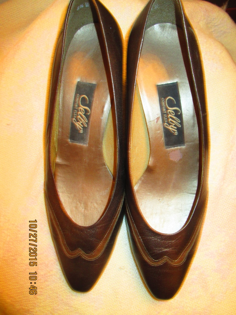 3f7081d324fbd Vintage Selby Comfort Flex pewter silver shoes with gold leather insets. 2