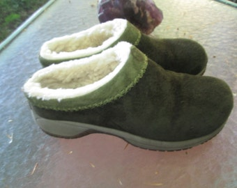 Fleece lined Merrrell two tone green suede slip on clog style shoes Guaranteed to keep your feet toasty. Excellent barely worn condition.