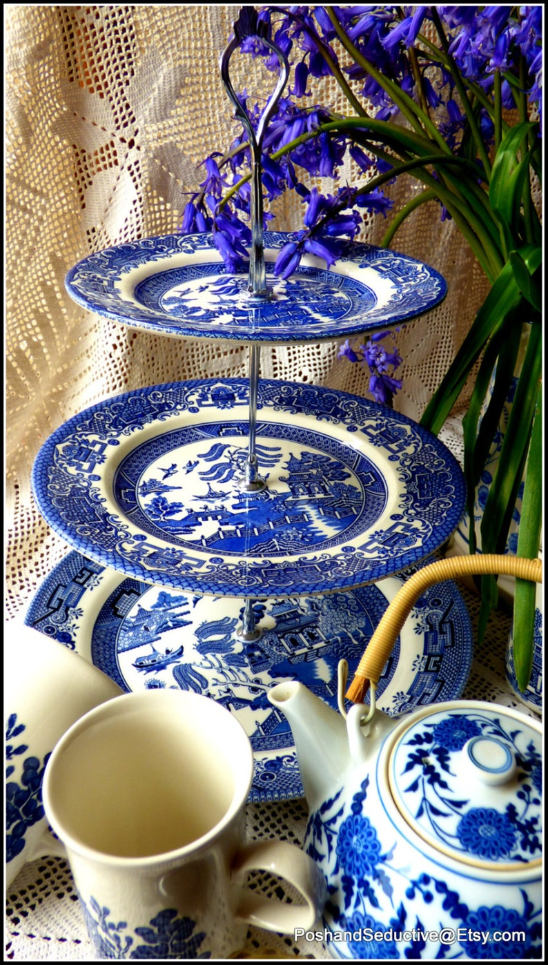 impressive look bigger capacity Churchill/'s famous Blue Willow pattern handmade three tier cake stand made of vintage large sized plates
