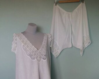 Antique lingerie set, comprises shift or chemise with matching split bloomers drawers. White cotton and lace, Edwardian medium large