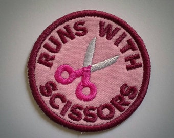Sew-on patch - craft merit badge Runs With Scissors embroidery - two sizes: 6 cm / 2.5 in, 8 cm / 3 in