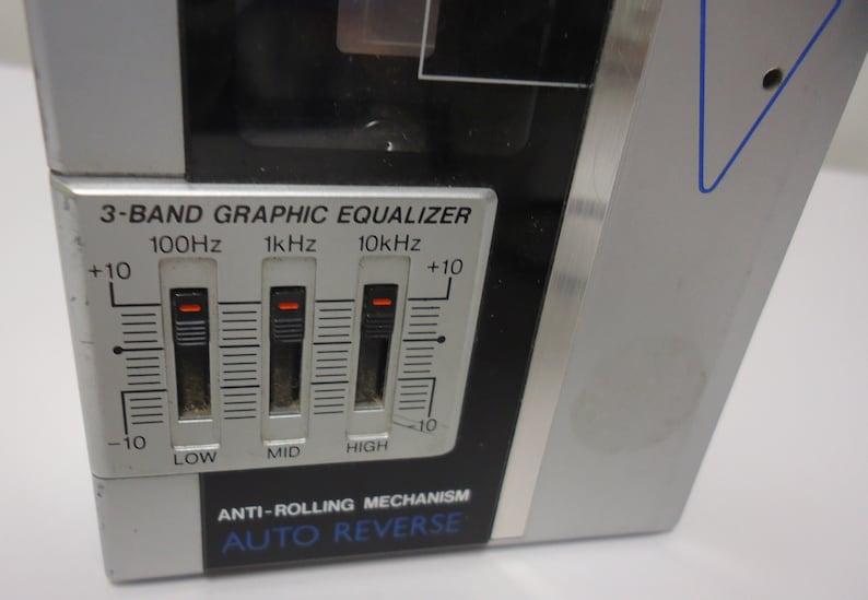 sanyo radio vintage walkman cassette player deck portable.only fm and am radio works