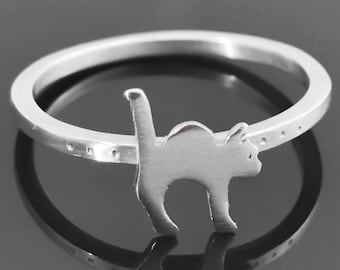 Cat ring - Sterling silver cat - Cat jewelry - Animal ring - Sterling silver animal ring - Halloween jewelry - Stretching cat jewelry
