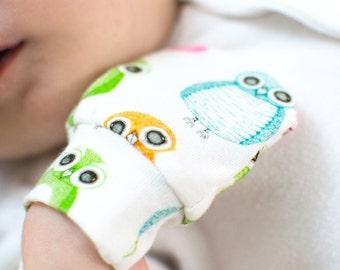 Owls scratch mittens. Newborn, baby gift, baby boy, baby girl, gender neutral cotton mittens.