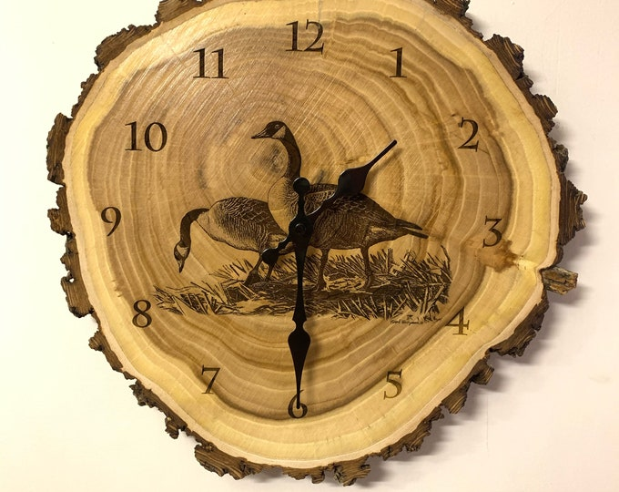 Geese Engraved Wood Clock Canada Goose Art Duck Waterfowl Wildlife art Father's Day gift for Dad men Lodge Cabin Art Man cave duck hunting