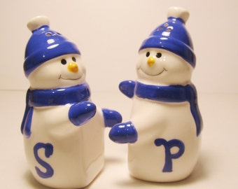 Snowmen S and P Salt and Pepper Shakers     (#517)