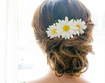 Bridal hair combs Daisy flowers for hair pieces Wedding hair flower accessories Wedding hair combs Hair fascinators White floral headpieces