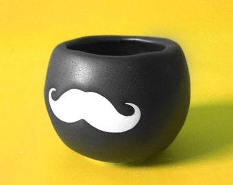 Moustache Pot