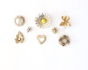 Vintage Pearl Brooch , costume jewelry, vintage brooch lot , vintage brooch pins , vintage rhinestone brooch, vintage flower brooch  #213-t0