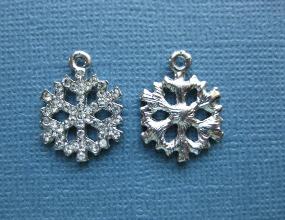 10 Tibetan Silver Snowflake Charms Pendant  Christmas Xmas 20mm x 16mm