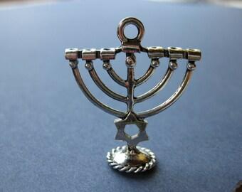 5 Menorah Charms - Menorah Pendants - Menorah - Antique Silver - 27mm x 24mm -- (No.12-10201)